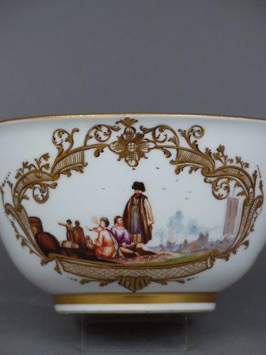 coupe en porcelaine de me ssen circa 1740 xviiie si cle. Black Bedroom Furniture Sets. Home Design Ideas