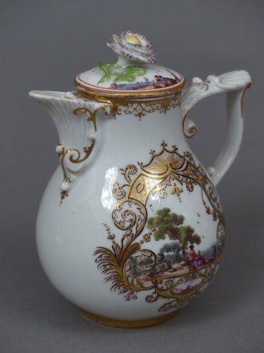 - Meïssen cup and coffee pot,  J.G. Hörold (1730/1740) period