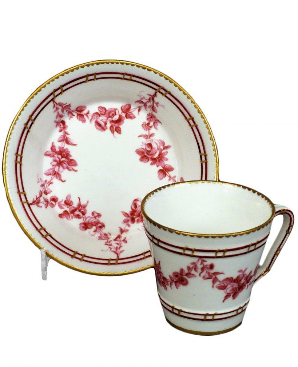 tasse et sa sous tasse en porcelaine tendre de s vres ann e 1765 xviiie si cle. Black Bedroom Furniture Sets. Home Design Ideas