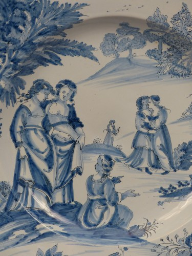 "Large dish of Nevers ""istoriati"" mid-17th century - Porcelain & Faience Style Louis XIV"