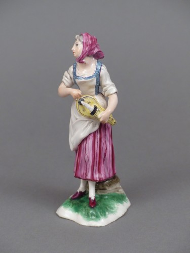 18th century - Faience of Niderviller 18th century - Player of hurdy-gurdy