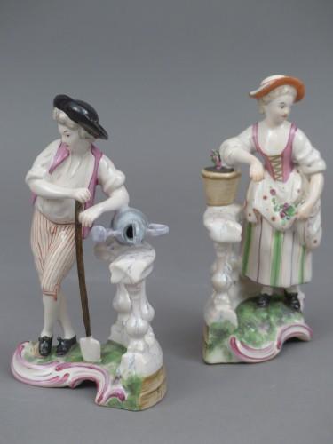 Le jardinier et la jardinière à la balustrade, faïence de Niderviller XVIIIe siècle - Porcelain & Faience Style Louis XV