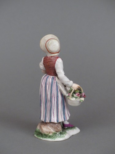 Figure of a flower seller, Niderviller 18th century  -