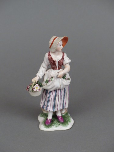 18th century - Figure of a flower seller, Niderviller 18th century