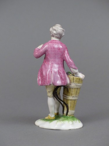 Figure of a young winemaker, Niderviller 18th century  - Porcelain & Faience Style Louis XV