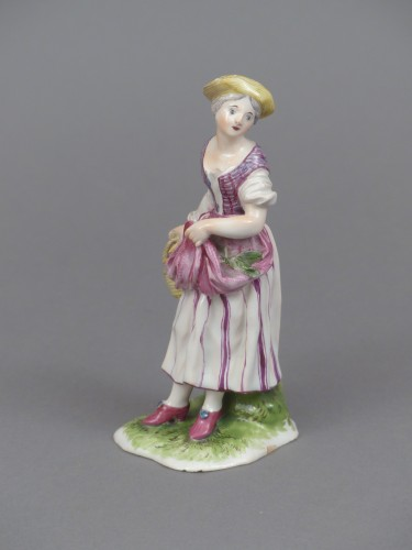Figure of a young peasant girl, Niderviller 18th century  - Porcelain & Faience Style Louis XV