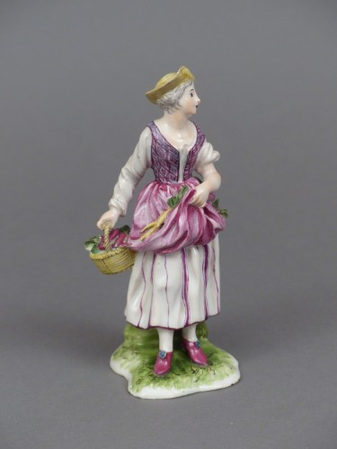 Antiquités - Figure of a young peasant girl, Niderviller 18th century