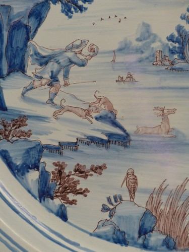 Louis XIV - Large Nevers earthenware dish from the 17th century