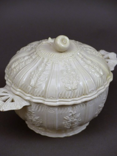 18th century fine faience pot from Pont aux Choux - Porcelain & Faience Style Louis XV