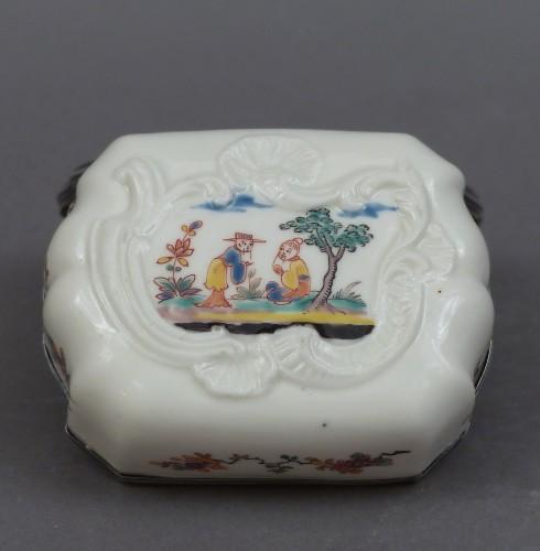 Saint-Cloud Soft-paste porcelain snuff bottle 1738-1744 - Porcelain & Faience Style Louis XV