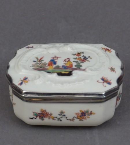 Porcelain & Faience  - Saint-Cloud Soft-paste porcelain snuff bottle 1738-1744