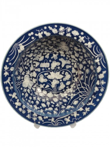 A large Chinese porcelain basin from the late 17th century