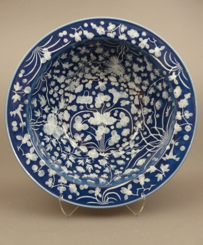 A large Chinese porcelain basin from the late 17th century - Porcelain & Faience Style