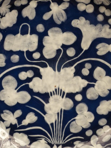 A large Chinese porcelain basin from the late 17th century -