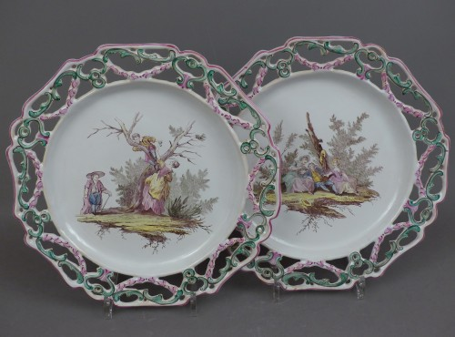 """Pair of Marseille earthenware dishes, """"Veuve Perrin"""" factory 18th century - Porcelain & Faience Style Louis XV"""