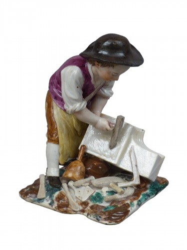 Statuette in hard porcelain from Strasbourg, signed Joseph Hannong, 18th century