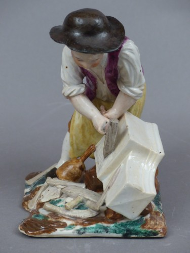 Porcelain & Faience  - Statuette in hard porcelain from Strasbourg, signed Joseph Hannong, 18th century