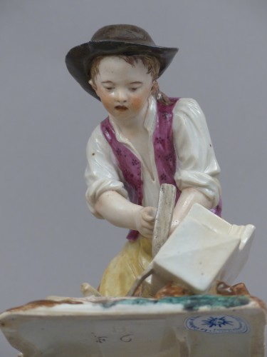 Antiquités - Statuette in hard porcelain from Strasbourg, signed Joseph Hannong, 18th century