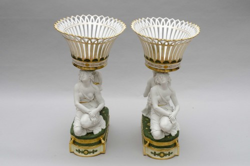 """Rare pair of baskets """"aux grâces"""", Faber in Brussels, circa 1825-1830 - Porcelain & Faience Style Restauration - Charles X"""