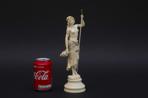 The water bearer - Ivory sculpture, France late 19th century - Sculpture Style Napoléon III