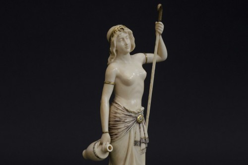 The water bearer - Ivory sculpture, France late 19th century -