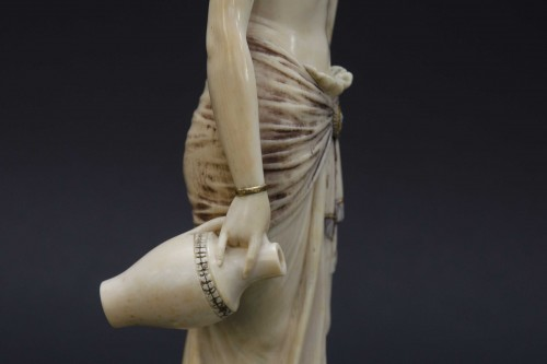 19th century - The water bearer - Ivory sculpture, France late 19th century