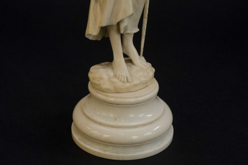 Antiquités - The water bearer - Ivory sculpture, France late 19th century