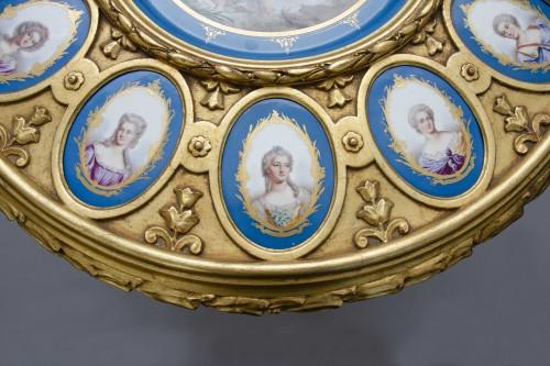 Napoléon III - Gueridon table in gilt wood and porcelain