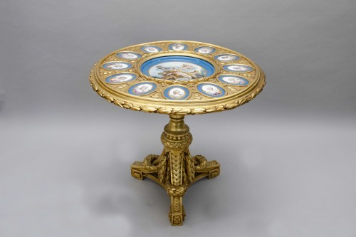 Antiquités - Gueridon table in gilt wood and porcelain