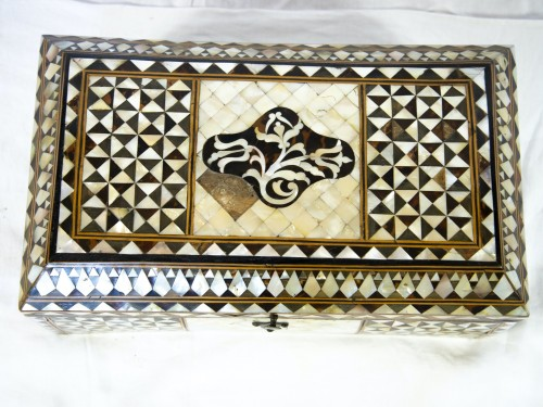 Decorative Objects  - Wood and mother of pearl Box - Turkish Work