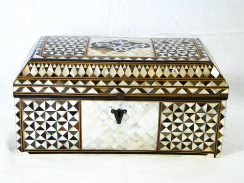 Wood and mother of pearl Box - Turkish Work -