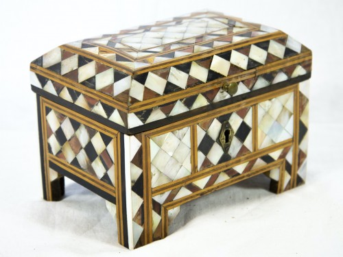 Box in wood and mother of pearl - Turkish work - Decorative Objects Style