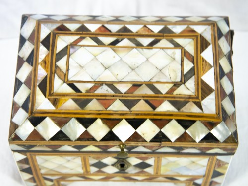 18th century - Box in wood and mother of pearl - Turkish work