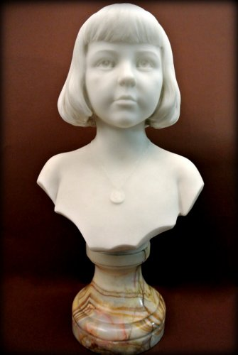 Marble bust of a young child - Augustin LESIEUX - Sculpture Style