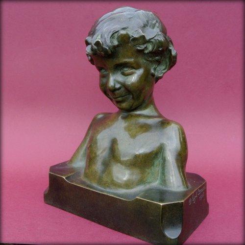 Sculpture  - Statue signed j. camus
