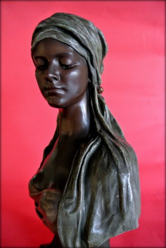Sculpture  - Bust of a young oriental woman signed thiele