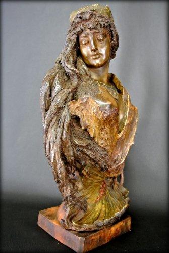 Antiquités - Bust terracotta Art Nouveau style