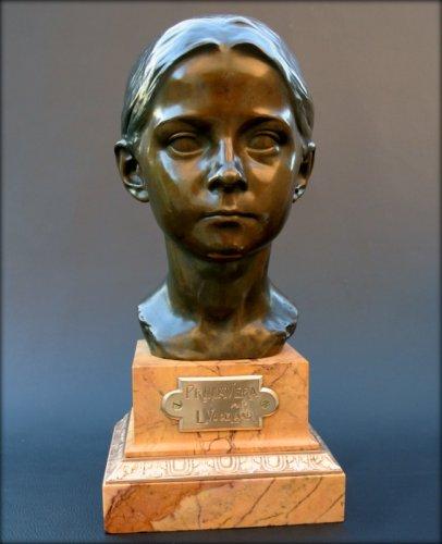 "Bronze bust ""Primavera"" by Léon Vogelaar"