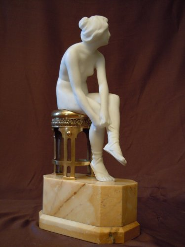 Alabaster Statue of a young woman  - Art Déco