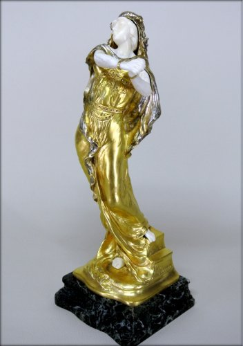 Sculpture  - Statue Art-Nouveau signed TH. SOMME