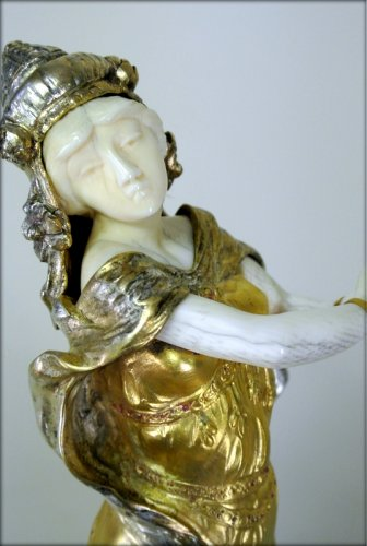 Antiquités - Statue Art-Nouveau signed TH. SOMME