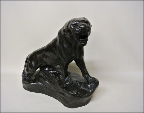 Sculpture  - Lioness signed Thomas Cartier