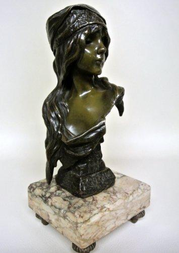 """Sculpture  - Esmeralda bust signed  VILLANIS """"Esméralda"""""""
