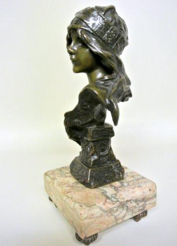 """Esmeralda bust signed  VILLANIS """"Esméralda"""" - Art nouveau"""