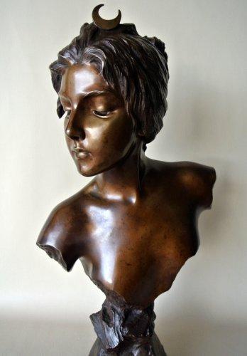 Bronze bust - E. VILLANIS (1858 -1914) -