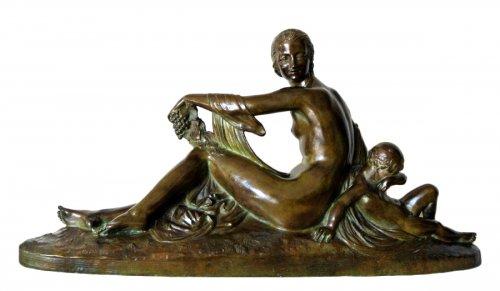 """Venus et Cupidon"" statue signed Joe Descomps"