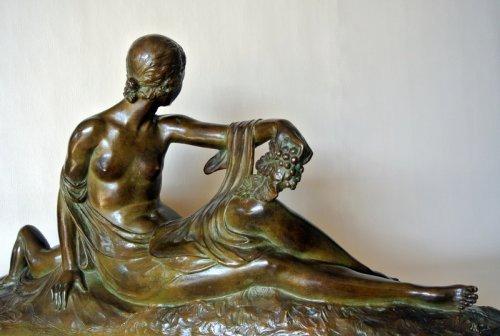 "Sculpture  - ""Venus et Cupidon"" statue signed Joe Descomps"