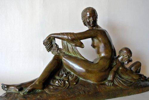 """Venus et Cupidon"" statue signed Joe Descomps -"
