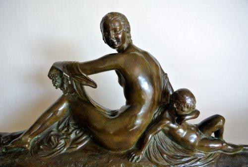 "20th century - ""Venus et Cupidon"" statue signed Joe Descomps"