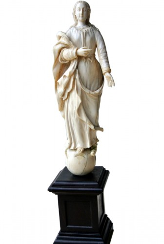 Sculpture representing the Virgin, ivory late 17th century